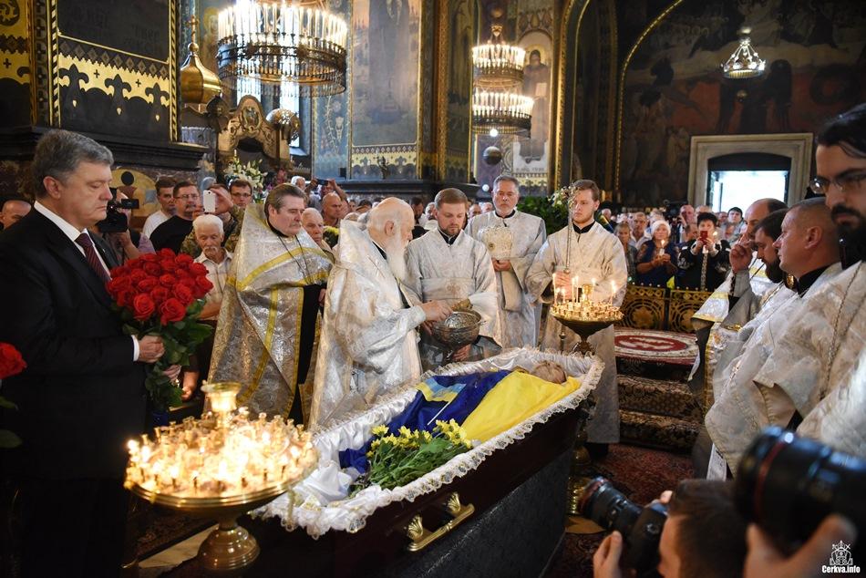 Патріарх Філарет очолив чин похорону Левка Лук'яненка