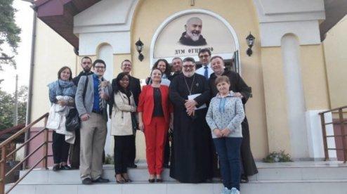 В Україну приїхала делегація Конференції єпископів США — подивитись, як витрачаються її гроші на допомогу військовослужбовцям та їхнім родинам