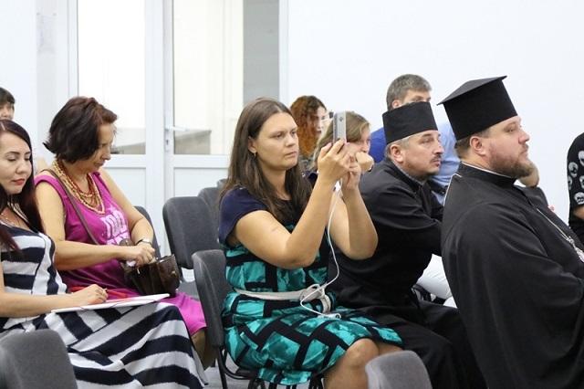 Єпископ УПЦ КП виступив на форумі «Декомунізувати не можна залишити»