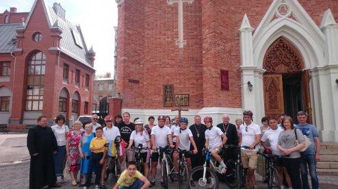 Католики проводять 10-те велосипедне паломництво з Харкова до Бердичева