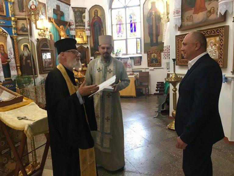 УПЦ КП нагородила полтавського хірурга орденом Миколая Чудотворця