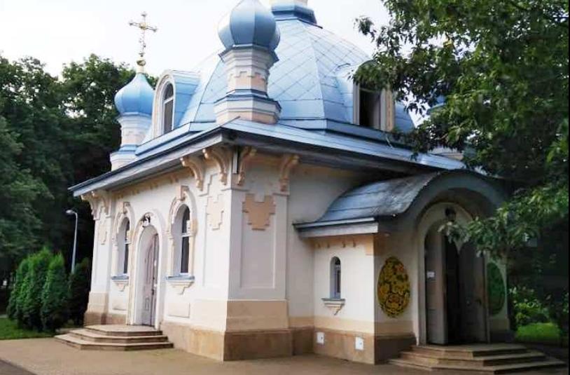 У столичний храм УПЦ кинули димову шашку