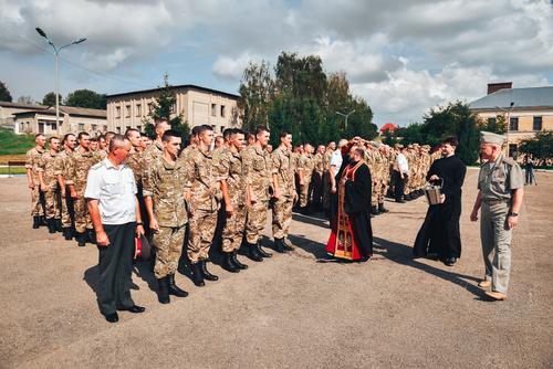 У Чернівцях та Харкові духовенство УПЦ КП благословило майбутніх офіцерів