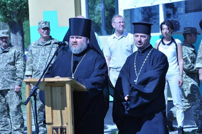 Єпископ УПЦ КП зустрівся з військовослужбовцями АТО/ООС