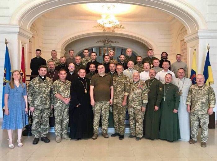 Штатних капеланів Збройних Сил — священиків УПЦ КП, УГКЦ, УПЦ (МП), протестантів — готують на курсах в Одесі