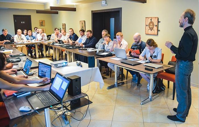 Духовенство і миряни УПЦ започаткували постійний круглий стіл «Якою бути Православній Церкві України: місце в суспільстві»