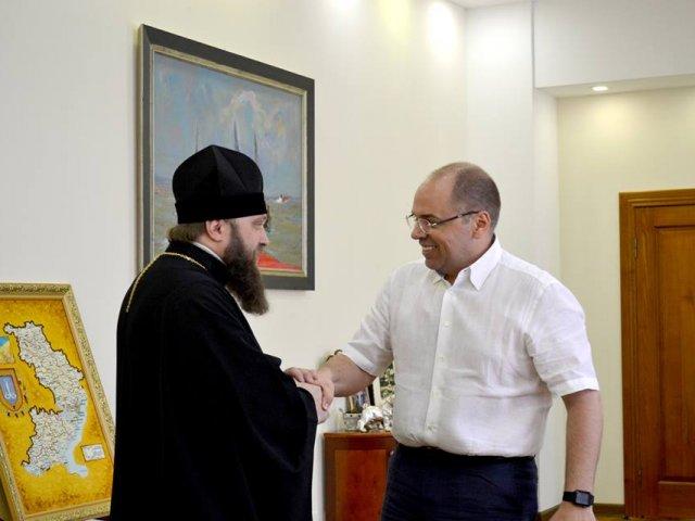 Єпископ УПЦ КП нагородив грамотою голову Одеської обласної адміністрації