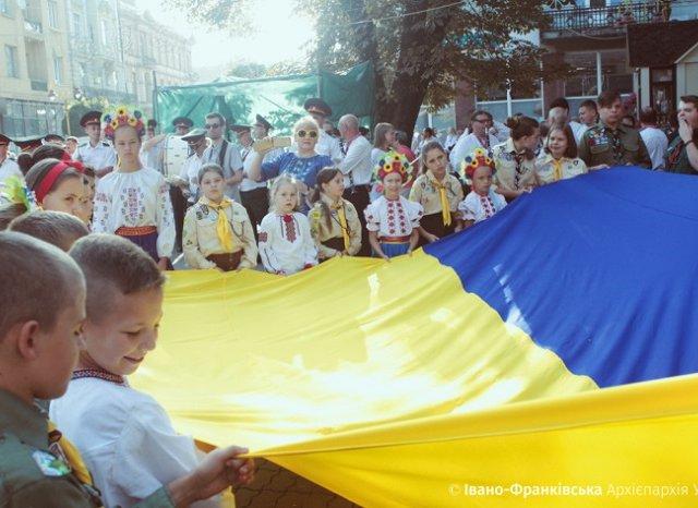 День державного прапора України духовенство різних церков відзначає спільним освяченням прапора