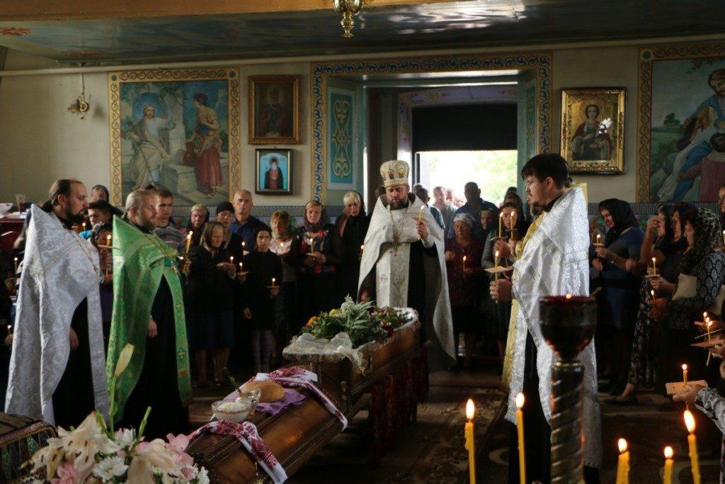 Священики УПЦ звершили відспівування загиблого воїна АТО/ООС