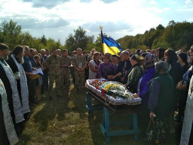 На Полтавщині священики УПЦ звершили відспівування воїна АТО/ООС