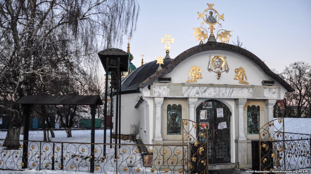 Суд знову переніс розгляд справи про знесення каплиці УПЦ біля фундаменту Десятинної церкви