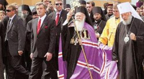 Десять років назад навіть не екзархи, а сам Патріарх приїздив до Києва...