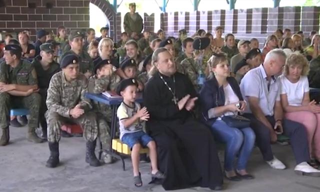 Епархия УПЦ и «МВД ЛНР» учат детей, «как быть русским» и стрелять из автомата