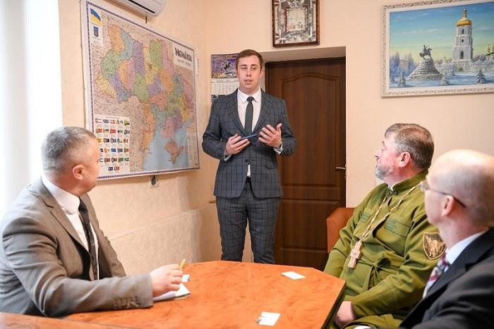 Митрополит УПЦ КП і аташе з питань оборони при Посольстві США обговорили становлення інституту військового капеланства в Україні