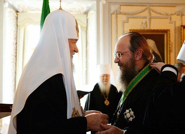 УПЦ (МП) не визнає рішень Константинополя і записує його разом з УПЦ КП і УАПЦ у розкольники