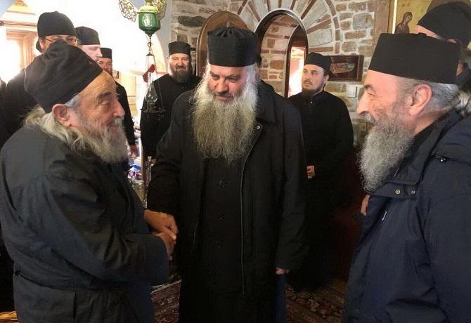 Управделами УПЦ отговаривает верующих от поездок на Афон: «Мы ведь не мусульмане»