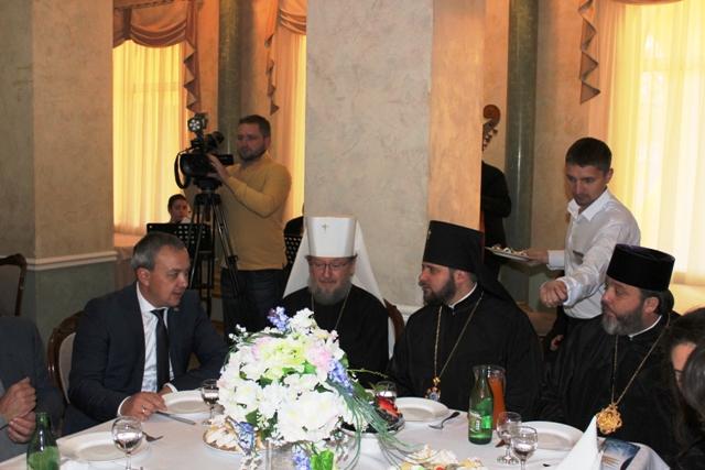 На Рівненщині ієрархи православних єпархій разом з місцевою владою провели молитовний сніданок