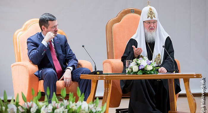 Патриарх Кирилл обещает помочь священникам, желающим переселиться в РФ