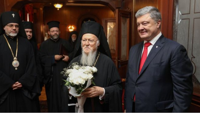 Порошенко і патріарх Варфоломій підписали угоду, яка прискорює надання автокефалії Україні