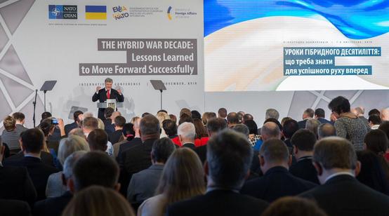 Порошенко заявив, що російській армії та РПЦ нема що робити в Україні