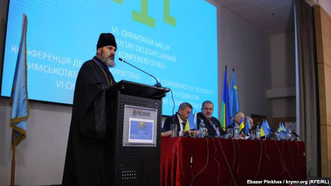 Архієпископ УПЦ КП благословив делегатів конференції кримськотатарського курултаю
