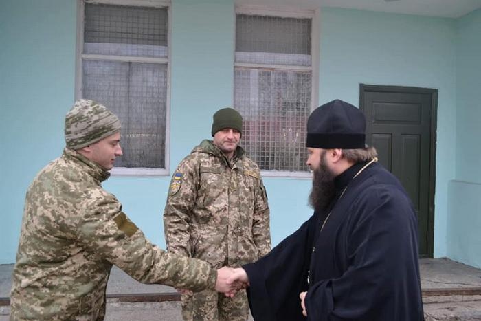 На Одещині єпископ УПЦ КП відвідав військову частину, підтримавши захисників країни