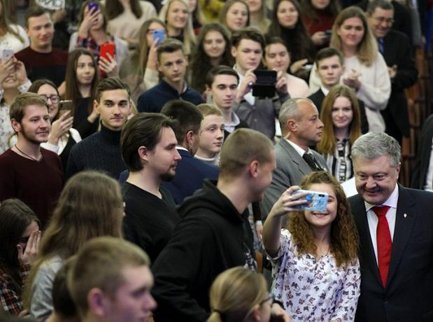 Президент України: Синод Константинополя планує ухвалити остаточне рішення з питання української автокефалії