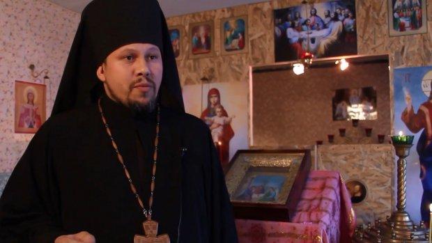 На Донбасі священик, якого бойовики тримали у полоні, відкрив церкву УПЦ КП у підвалі