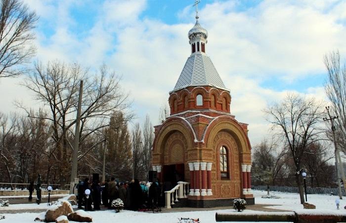 Патриарх Кирилл благословил открытие в Луганске часовни, напоминающей башню московского Кремля