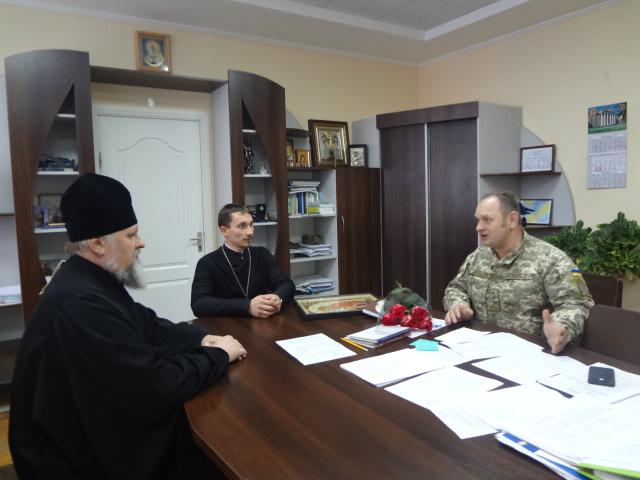 Архієпископ УПЦ КП обговориві питання співпраці з начальником Військово-медичного клінічного центру Центрального регіону