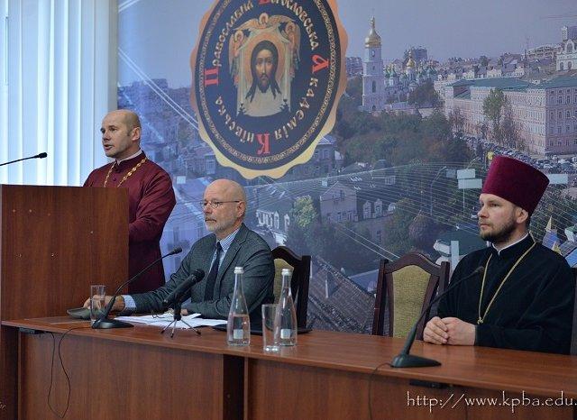 Провідний біблеїст з Німеччини виступив в академії УПЦ КП