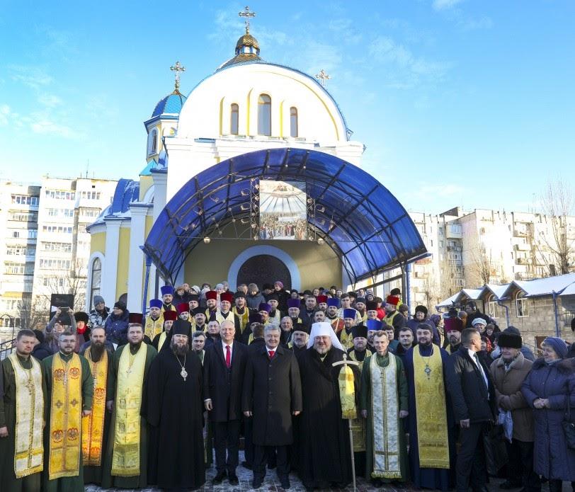 Президент разом з капеланами УПЦ КП молився за звільнення з полону українських моряків