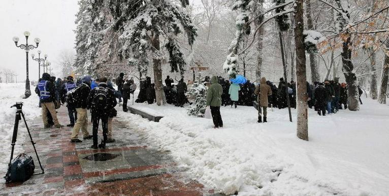 Віряни УПЦ прийшли до парламенту з протестом проти обшуків, допитів і Об