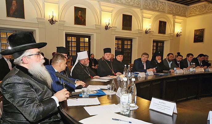 Всеукраїнська Рада Церков оголосила 2019 рік Роком сім'ї, а також закликає Кремль звільнити українських моряків та інших бранців