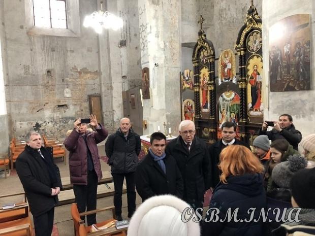 Міністр закордонних справ України відвідав разом з донбаськими дітьми греко-католицький храм у Вільнюсі