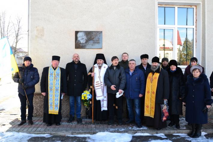 Духовенство УГКЦ та ПЦУ освятило меморіальну дошку В'ячеславові Чорноволу