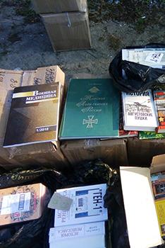 До України заборонили ввозити ще 13 книжок  з комуністичною і російською символікою, цитатами Леніна, Сталіна та імперськими ідеями