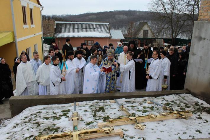 На Київщині міський голова Обухова взяв участь у святі освячення надбанних хрестів храму УГКЦ