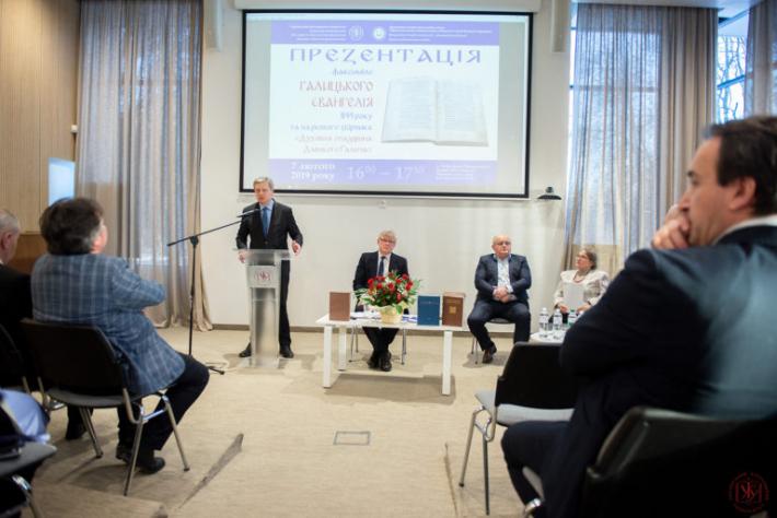 Прикарпатський національний університет і Український католицький університет презентували факсиміле видання Галицького Євангелія 1144 року