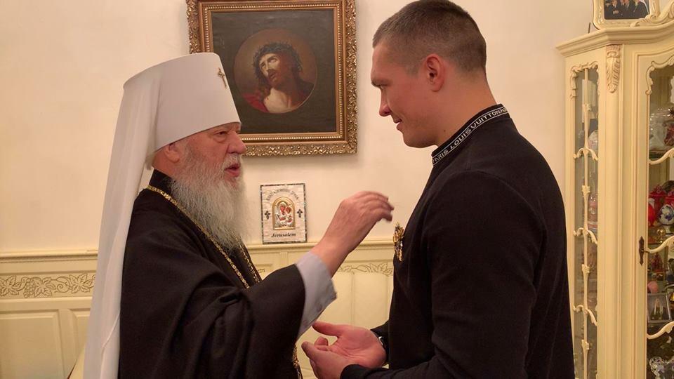 Одеський митрополит УПЦ (МП) благословив боксера Усика на подальші досягнення