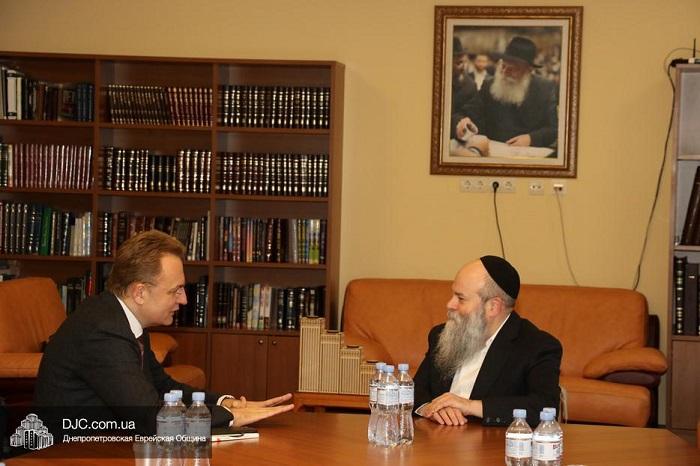 Мэр Львова посетил еврейскую общину Днепра, встретившись с главным раввином