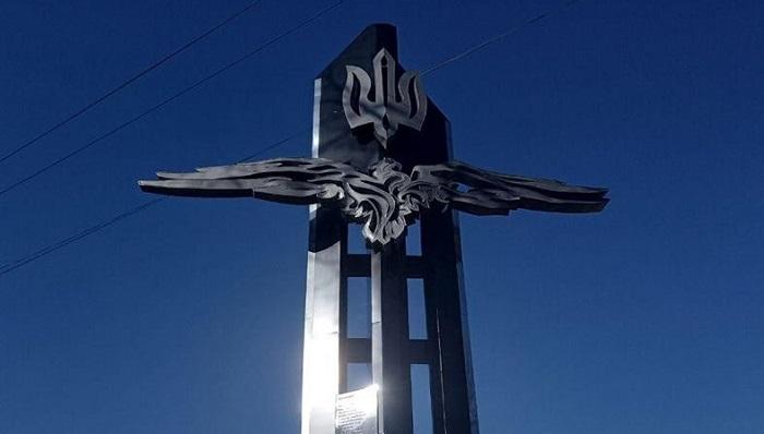 У Вишгороді священики ПЦУ і УГКЦ освятили монумент героям України