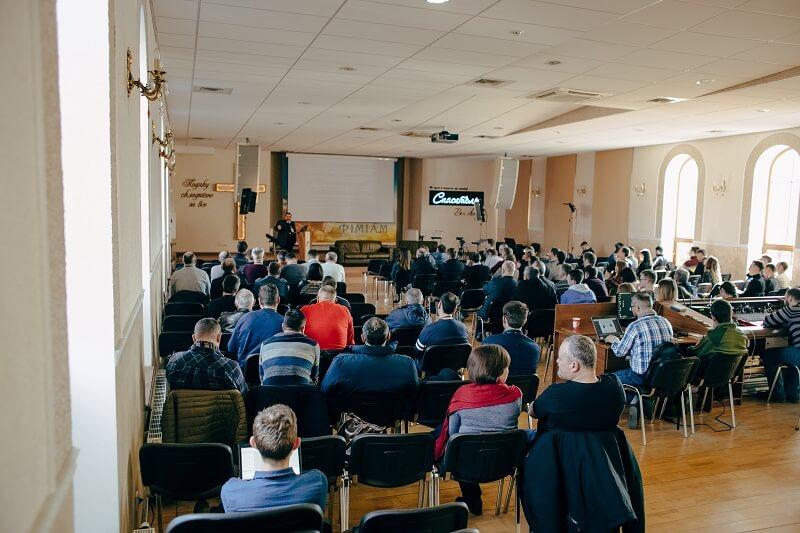 «Не ходиш на вибори — не маєш права осуджувати владу». Баптисти України готуються до виборів