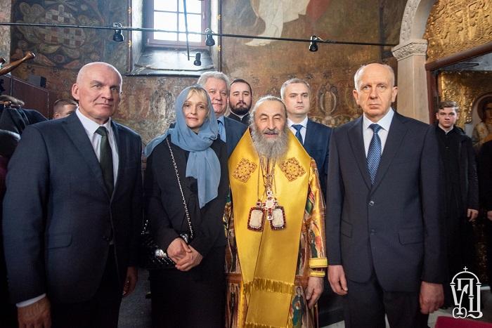 Дипломати шести православних країн помолились за літургією у київській лаврі