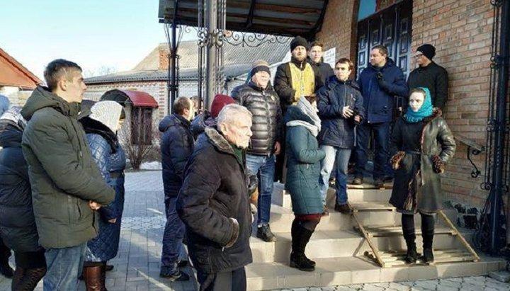 На Чернігівщині суд відмовив священику УПЦ (МП) у задоволенні позову щодо переходу храму, а на Волині УПЦ (МП) скаржиться на місцевого прокурора