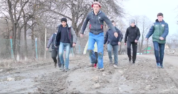На Львівщині ремонтуватимуть дорогу, про яку священик зняв кліп