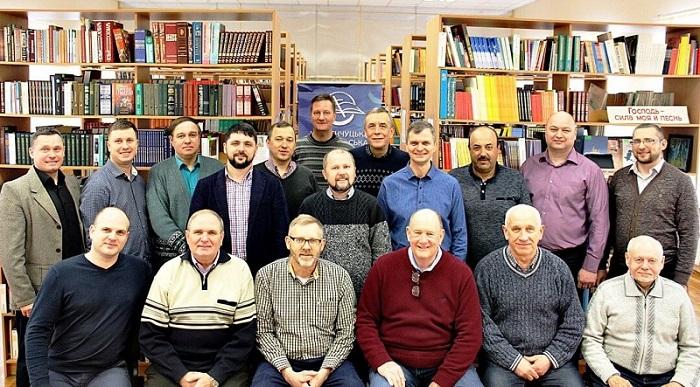 Баптисти провели у Кременчуці міжнародний саміт з оснащення навчальних закладів України ресурсами