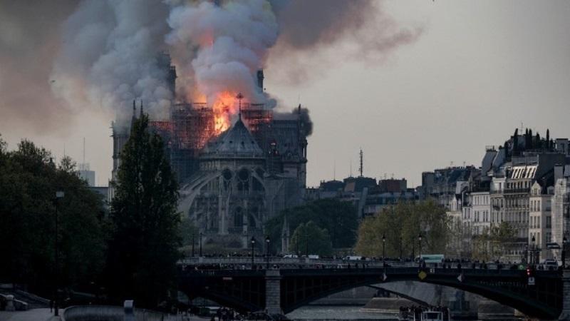 Митрополит Онуфрій співчуває з приводу пожежі у соборі Паризької Богоматері