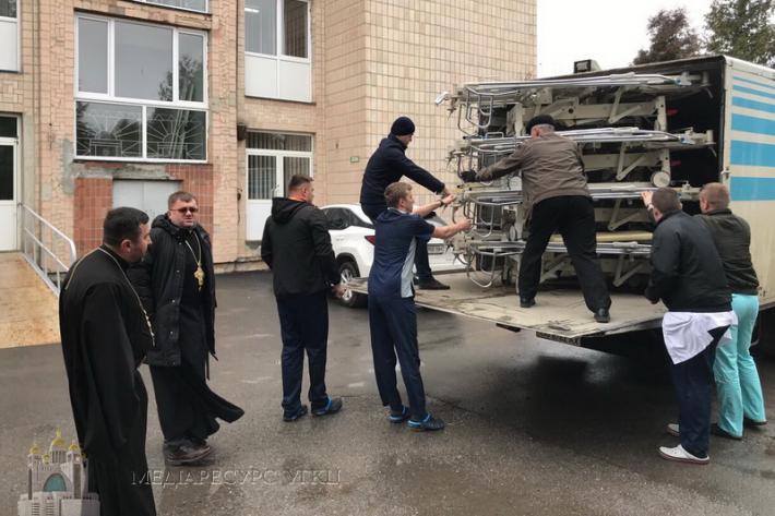УГКЦ передала благодійну допомогу Тернопільській обласній лікарні