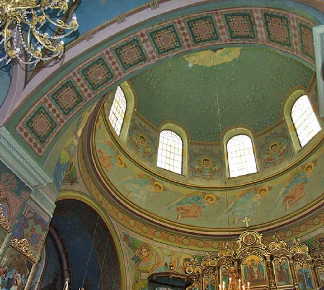 На Львівщині під час ремонту церкви можуть знищити унікальні розписи